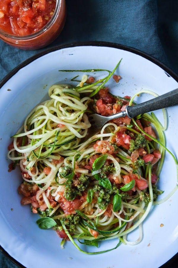 jadłonomia · roślinne przepisy: Witariańskie spaghetti z cukinii