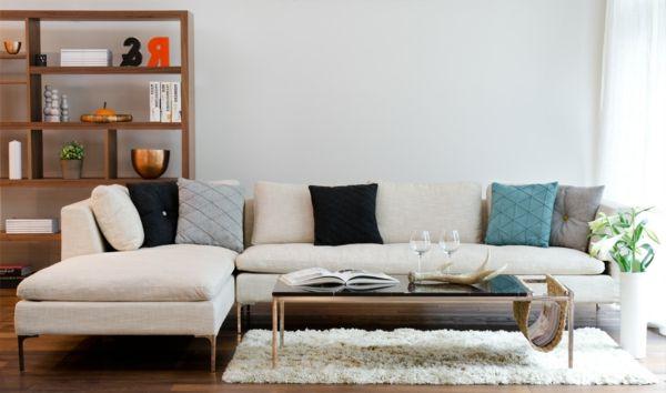 weißer Teppich und schönes Sofa mit Holzbeinen Wohnzimmer - einzigartige wohnideen lebensbereich