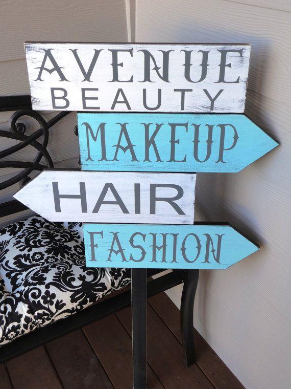 https://www.etsy.com/listing/120064418/rustic-business-sign-custom-business Detalle muy gracioso para un centro de belleza :)