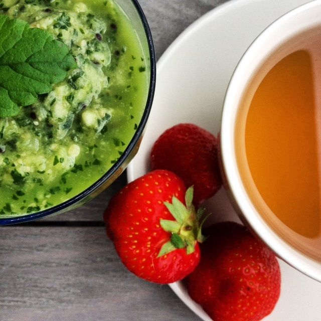 Green smoothie, strawberries and green tea.