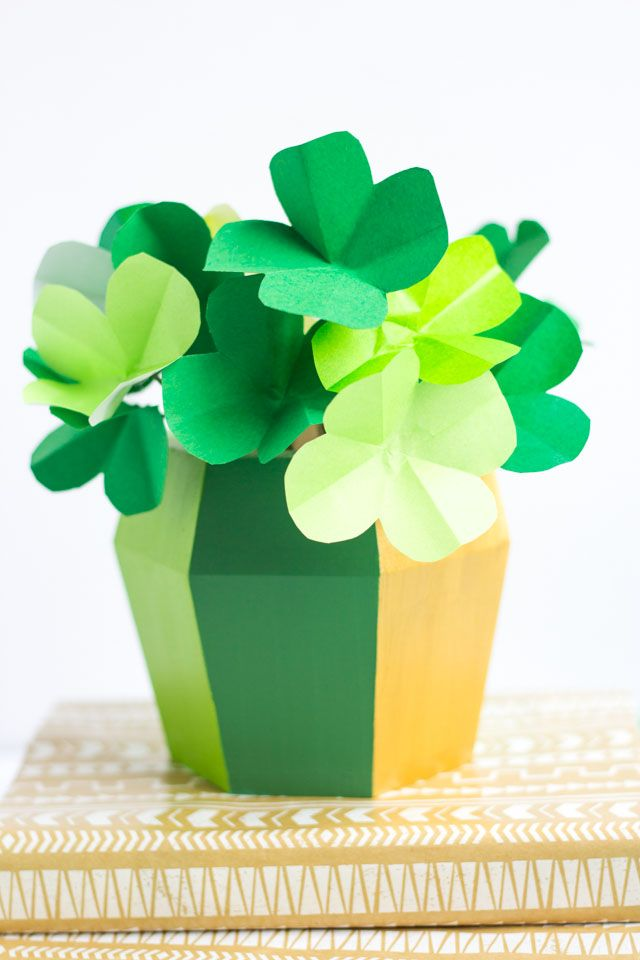 How to make paper shamrocks - so simple with this tutorial!