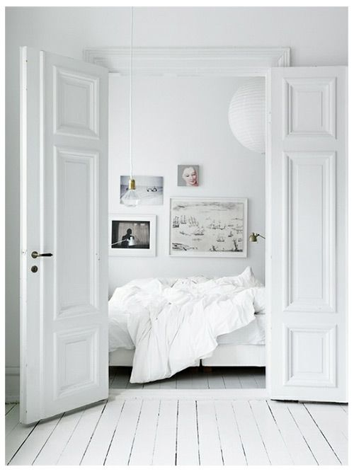 WHITE | BLACK | WOOD | BED | INTERIOR | INTERIEUR | DIY | PIN