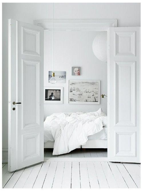 WHITE | BLACK | WOOD | BED | INTERIOR | INTERIEUR | DIY | PIN