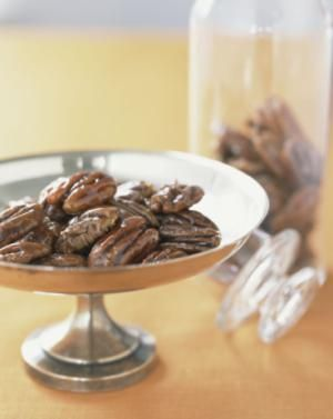 Spiced pecans recipe with sugar and pecans, cooked and candied. Spiced toasted pecans or candied pecans.