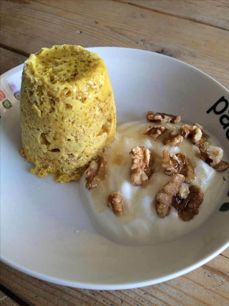 breakfast.. mugcake; 1/2banaan, havermout en 1 ei.. kloppen tot glad geheel 1.30 minuut in de magnetron.. griekse yoghurt met walnoten en honing erbij.. eet smakelijk!