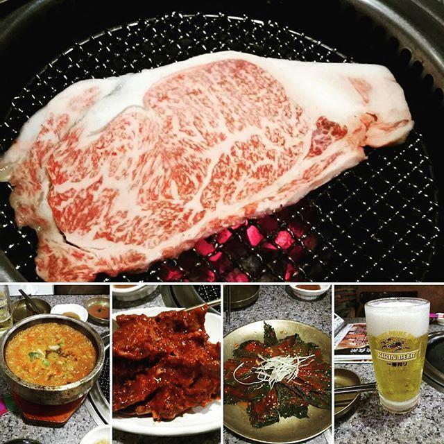 GW最後の晩御飯🌃🍴🍺🍖 韓国料理でガッツリ焼き肉✨🍻🎶と辛めもいっぱい🔥 スンドゥブチゲは激辛オーダー🎵  もっと辛くてもいいかなくらいだったけど美味しく完食😋🍴💕 久々に食べたケジャンも美味♥  食べたことないチョイスでエゴマのキムチは辛めで私好みでした✨ お肉と合う🎵  GW外食ばかりで肥えた… 🏃動かないと💦  #晩御飯#夕飯#外食#焼肉#韓国料理#炭火焼き#黒毛和牛#ステーキ#肉#スンドゥブチゲ#激辛#ケジャン#エゴマ#キムチ#乾杯#🍻#GW#町田#一楽