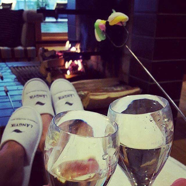 #Repost @tomppahakala Vaimon kanssa 🍾😍 #thankgoditslångweekend #langvikhotel #marshmallow #champagne #moetmoment @terhipuustelli http://www.langvik.fi/