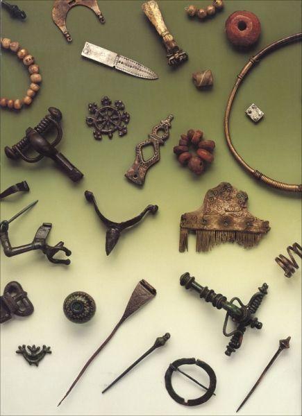 Fot. 1. Zabytki zachodniobałtyjskie z Mazur, II–VI w. n.e. (Nowakowski, Die Funde der römischen Kaiserzeit und der…