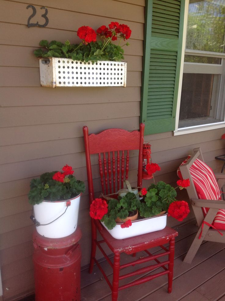 Love the front porch, would rather use faux flowers to avoid bees especially when my kids are allergic to bees.
