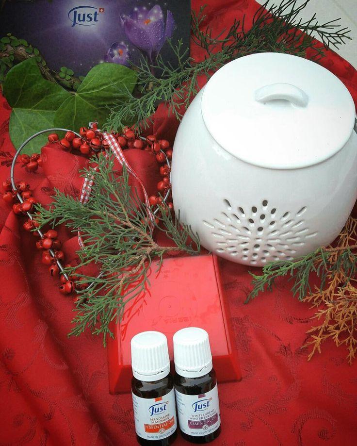 """Pack Navideño Swiss Just!! Aceite esencial de mandarina (10ml) y aceite esencial """"Noche de Invierno"""" con hornito difusor de cerámica. Precios por inbox #regalos #regalosnavideños #navidad #gift #bienestarintegral #aromaterapia #aromatherapy #aromatic #swissjust #swissjustbarcelona"""