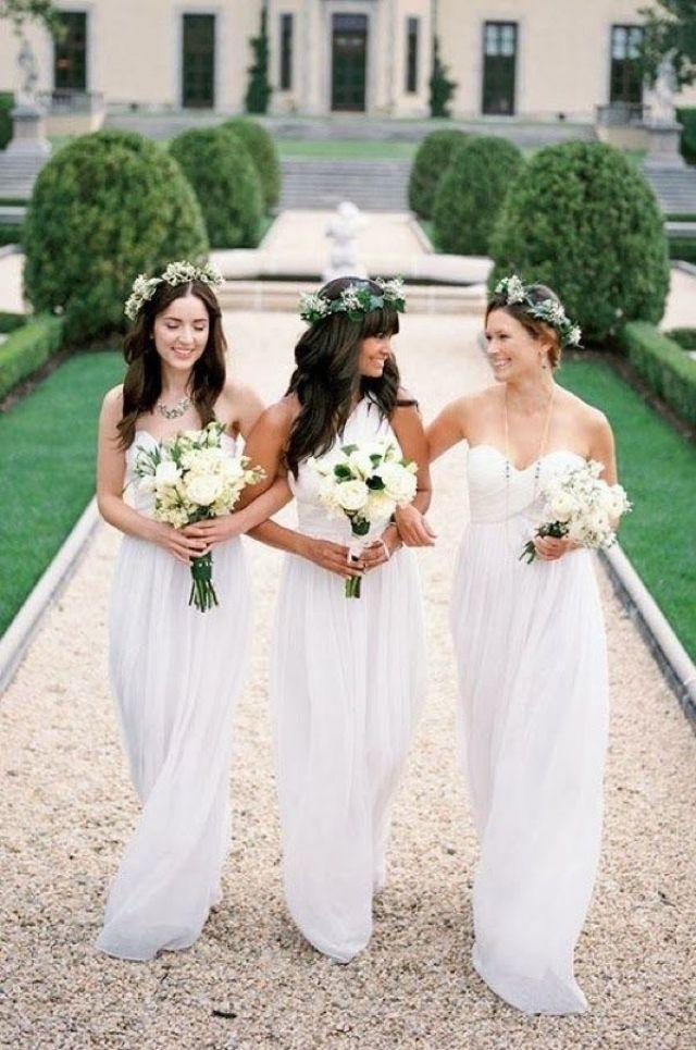 Witte jurken voor je bruidsmeisjes #bruiloft #trouwen #bruidsmeisjes   ThePerfectWedding.nl
