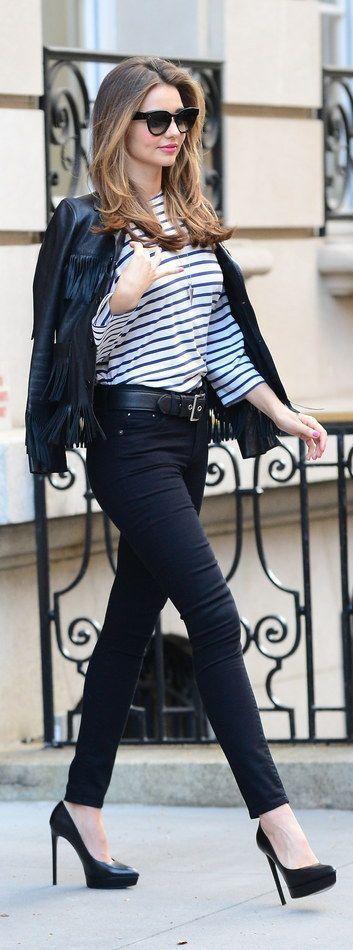 MIRANDA KERR #CelebrityLook #LookFamosas #StripeTop #remeraRayada #SkinnyJeansWithStilettos #JeansConTacos #BikerJacket #CamperaDeCuero #StylishSunnies #LentesElegantes