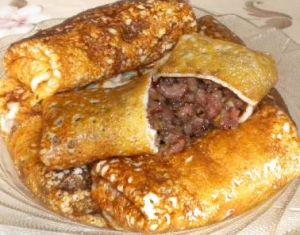 Несладкие начинки для блинчиков Из грибной икры: сухие грибы - 2 горсти, яйца - 2 шт, лук репч. - 1 шт, соль, перец, раст. масло.Из куриного филе с рисом: филе куриное, рис, соль, перец. С картофельной начинкой с соусом: картошка, молоко, репчатый лук, слив. масло, соль; для соуса: сельдь слабосол., сметана, лимон. сок.