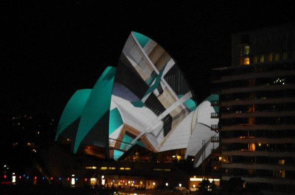 The #Sydney Opera House dressed up! #VividSydney #Australia http://ow.ly/VYex
