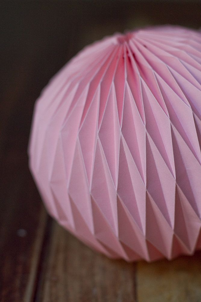 DIY-origami-ball-004a. This is written in French, but easy to translate. Very Cool!