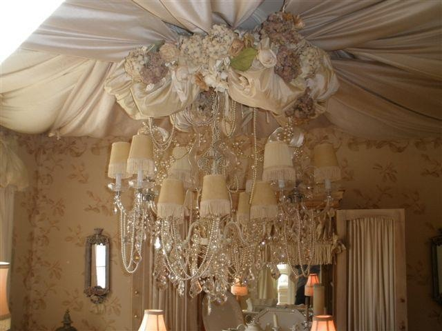 WOW!!: Classy Lady, Shabby Chic, Canopy Beds, Ceiling Decore, Chandies, Design, Beautiful Chandeliers