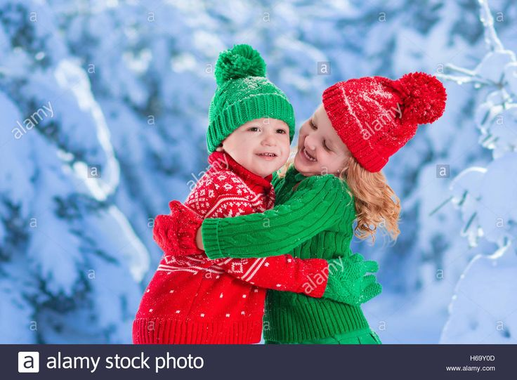 Playing In The Snow Christmas Wallpapers Free