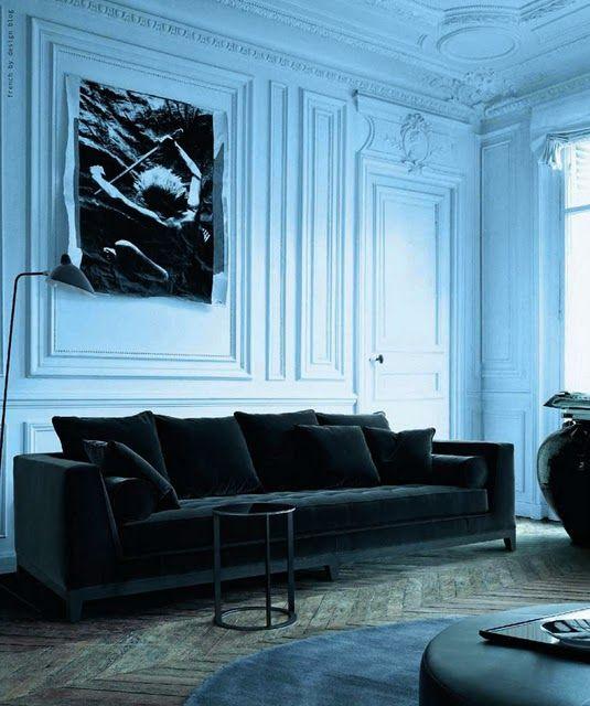 black velvet couch. me love this.