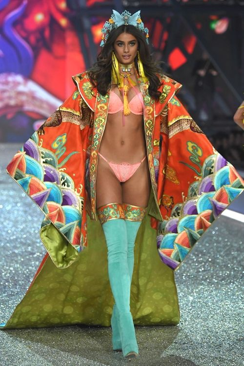 Taylor Hill Victoria's Secret fashion show 2016, Тейлор Хилл Victoria's Secret fashion show 2016