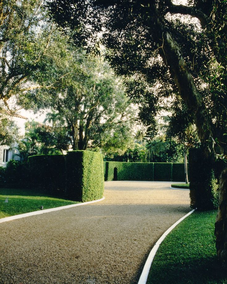 howard slatkin - driveway with box hedge. edged with concrete, but also Belgian Block could have been used.