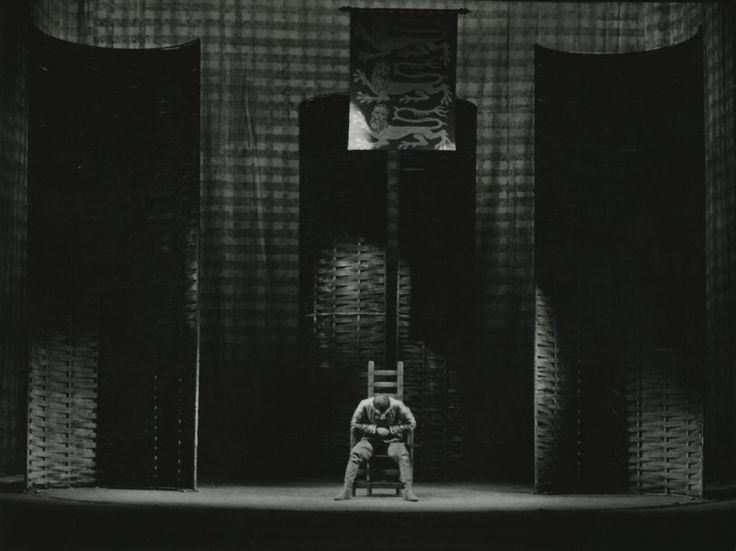 Tytuł sztuki: Król Henryk IV Autor: William Shakespeare Reżyser: Jerzy Jarocki Scenograf: Wojciech Krakowski Na zdjęciu: Henryk - Marek Walczewski Autor zdjęcia: Wojciech Plewiński Data premiery: 31.01.1965
