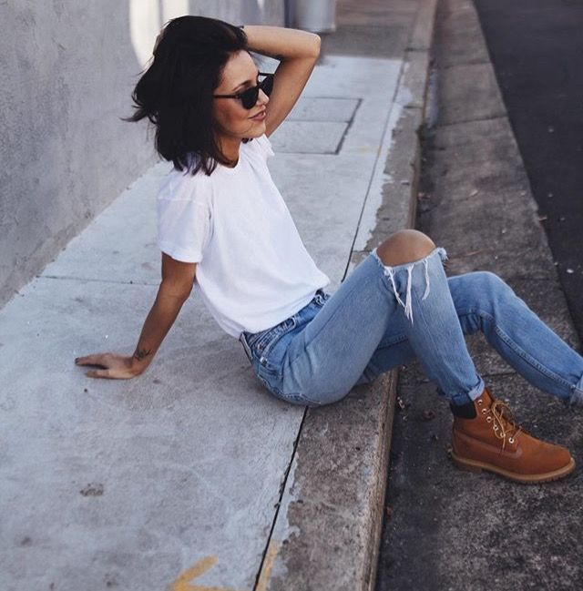 Literally everything in this is me, the hair, the simple shirt and ripped jeans, and the boots ☼