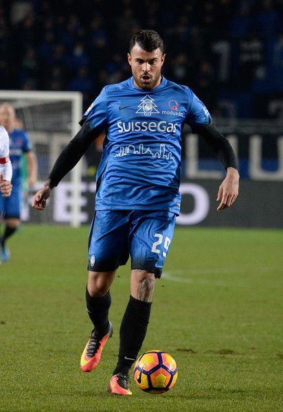 Andrea Petagna of Atalanta BC in action during the Serie A match between Atalanta BC and Empoli FC at Stadio Atleti Azzurri d'Italia on December 20, 2016 in Bergamo, Italy.
