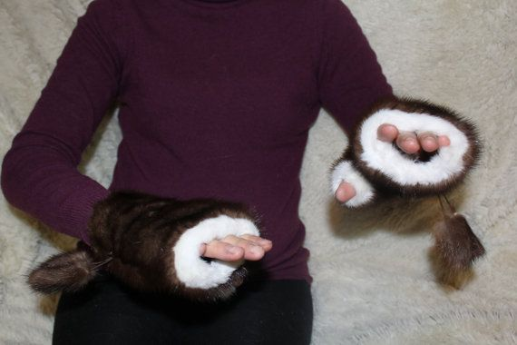 Keep your hands warm with these new design fingerless gloves with mink fur. These gloves allow you to use all your fingers with ease but still