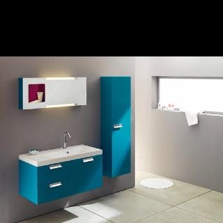 Petite salle de bain bleue Chez Sanijura