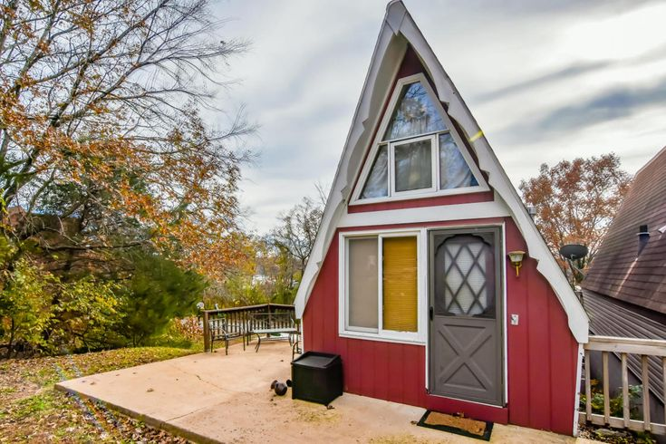 This is a 500 sq. ft. Tiny A-frame Cabin in Lampe, Missouri. It was built in 1970 and is now up for sale. Asking price is $49,900. Please enjoy, learn more, and re-share below. Thank you! Tiny A-fr…