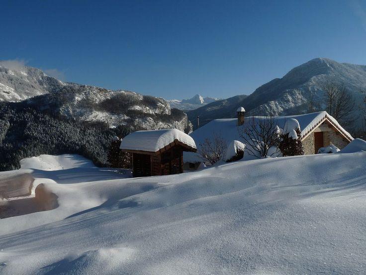 Réservez votre ferme de vacances en Rencurel, comprenant 4 chambres pour 8 personnes. Votre location de vacances en Rhône-Alpes à partir de 179 € la nuit sur Homelidays.