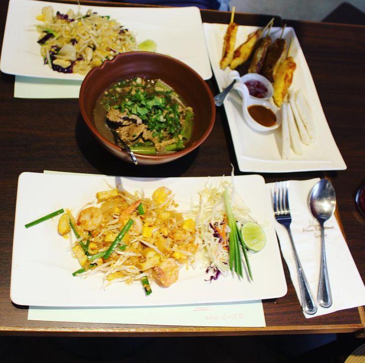 Thai food! 😍❤️#thaifood #delicious #delicia #felicidade #comidatailandesa #padthai #gastronomia #food #fashionblogger #lifestyle #amor #thailand #travel #traveling #viagem #summer2016 #ferias #vacation #vacaciones #instagrammer #instafood #tailandia #thailand #chickinsatay