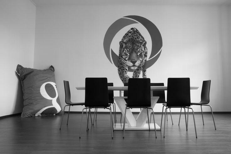 Pohled do naší zasedací místnosti, kde probíhají školení našich specialistů, schůzky s klienty a výjimkou nejsou ani firemní porady. :-)  https://www.shopnero.cz/