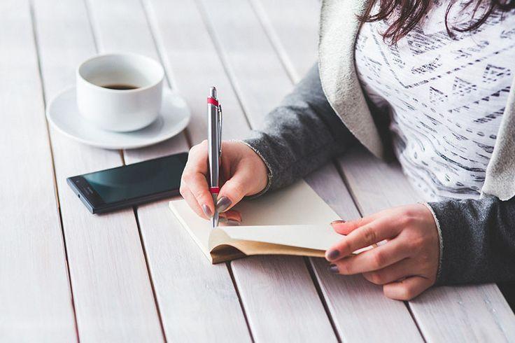 Kariera: Na co uważać podczas tworzenia CV? - http://kobieta.guru/na-co-uwazac-podczas-tworzenia-cv/ - Szukanie nowej pracy jest stresujące chyba dla każdej z nas. Aby rozpocząć poszukiwania, ważne jest stworzenie profesjonalnego CV, jednak wiele z nas powiela pewne błędy, które mogą zadecydować o odrzuceniu naszej kandydatury.   Dobrze przygotowane CV jest naszą wizytówką decydującą o wstępnym zainteresowaniu kandydatem na dane stanowisko. Na podstawie zawa