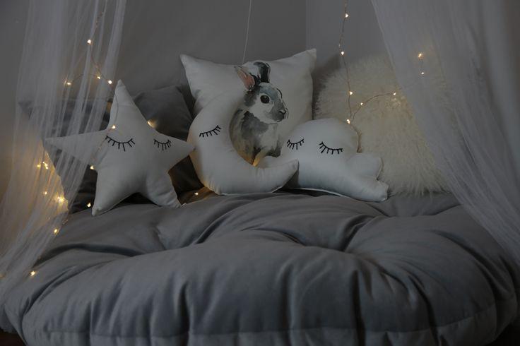 I am giving children decorating ideas, all pillows including the huge round one done by me. Eyelashes of star cloud and moon are embroidery. diy nursery canopy reading corner . çocuk odası dekorasyon fikirleri, kendin yap