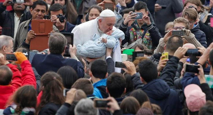 Pope suggests 'better to be atheist than hypocritical Catholic'