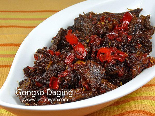 GONGSO DAGING adalah masakan khas Jawa Tengah. Gongso dalam bahasa Jawa berarti ditumis atau dioseng-oseng. Jadi sesuai namanya masakan ini mirip oseng-oseng daging yang cenderung pedas dan sedikit manis karena sentuhan kecap manis. Cocok untuk anda yang menyukai masakan simpel tetapi lezaat ;-)