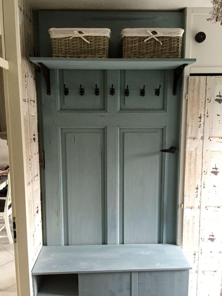 100 jaar oude deur wordt kapstok.