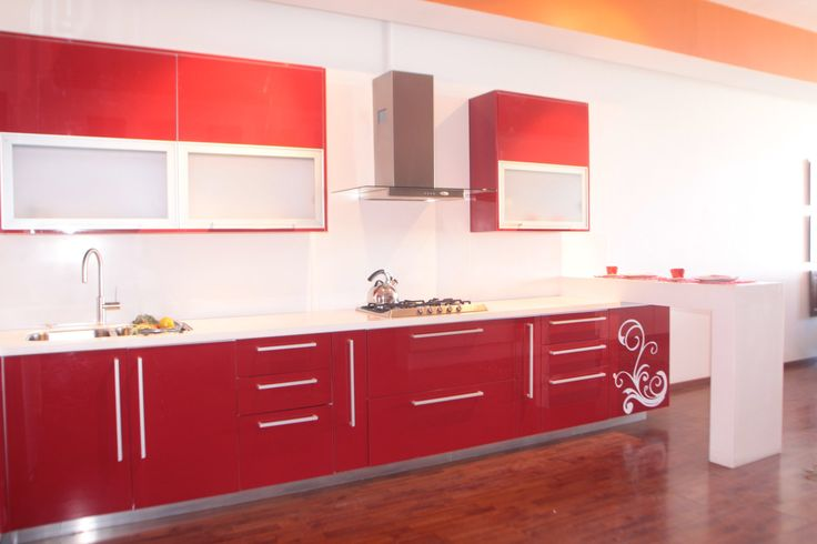 cocina montada esta semana en casa de un cliente en un chalet en baeza cocina con encimera de silestone blanco cocina en alto brillo roja con canu