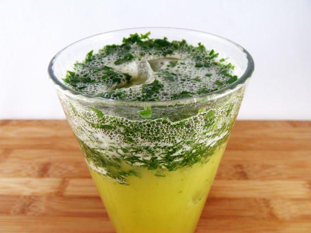 Enjoy a Refreshing Glass of Dandelion-Pineapple Juice: Pineapple-Dandelion Juice