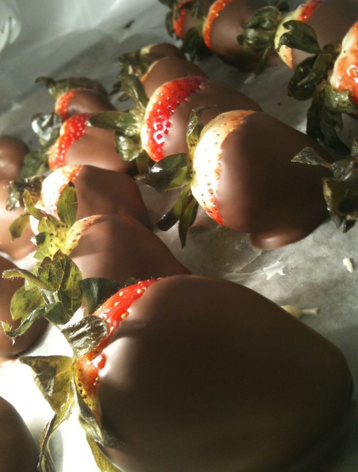"""Strawberries are romantic....this """"special recipe"""" for chocolate covered strawberries is a great idea for an in-home date night. <3"""