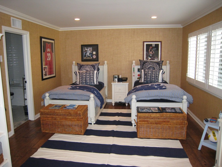Best Navy Blue And White Bedroom With Khaki Grasscloth 400 x 300