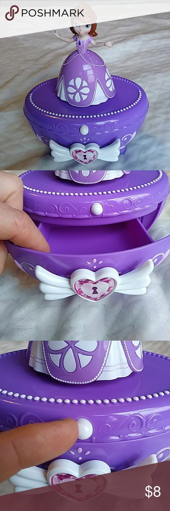 Sofia the First Jewelry Box Batteries included and it works! Push the white button and Sophia sings a song and the doll ontop spins. Drawer opens to place jewelry or other little treasures in. Also and on/off button underneath.  20% off bundles Smoke free home Sofia the First Accessories Jewelry