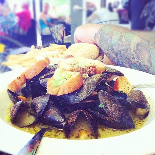 #PEI #mussels in garlic wine sauce. Enjoyed in #Niagara Via @hotpinkapron Instagram.http://instagr.am/p/MOu7E4EUOs/#