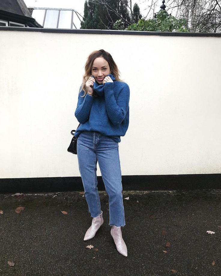 """23.4k Likes, 78 Comments - SAMMI MARIA (@samanthamariaofficial) on Instagram: """"I nabbed this blue Knit from @reserved recently because every year I buy new knitwear but always in…"""""""