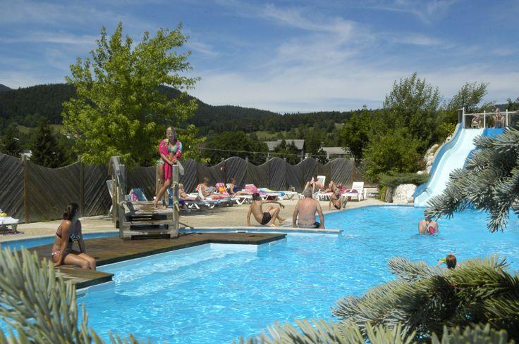 Yelloh! Village Au Joyeux Réveil - Situé au beau milieu de la nature du Vercors, avec un panorama à 360 degrés sur les montagnes de l'Isère, se baigner dans ce parc aquatique deviendra une expérience exceptionnelle ! Plus d'infos : http://www.yellohvillage.fr/camping/au_joyeux_reveil/espace_baignade