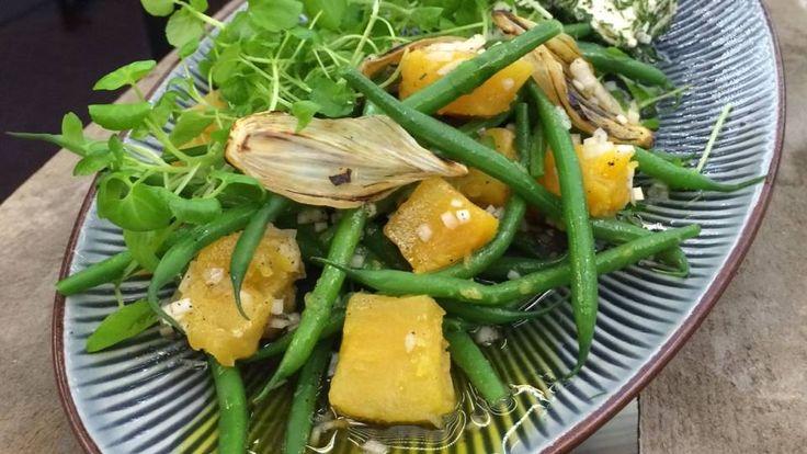 Salat af søde kartofler med løg og bønner | Mad