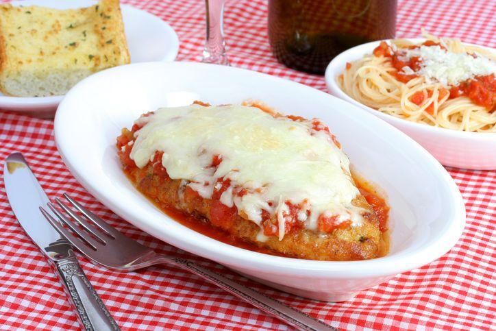 La parmigiana di pollo per un secondo piatto originale  http://feeds.blogo.it/~r/Gustoblog/it/~3/zb6x3biahOA/parmigiana-pollo-ricetta