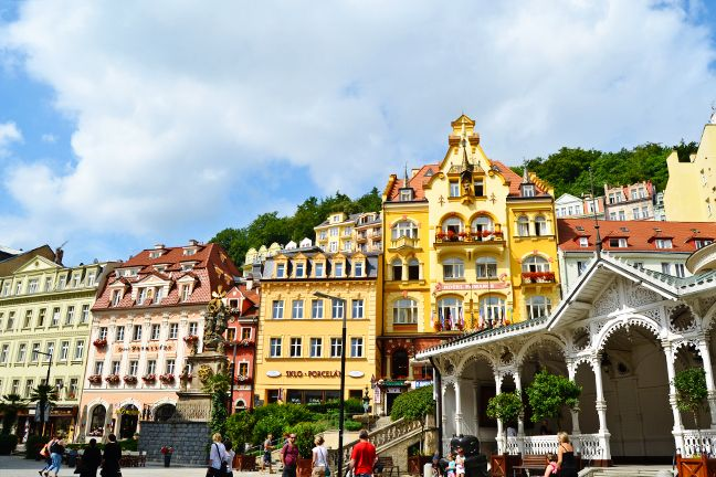 how to get from prague to karlovy vary