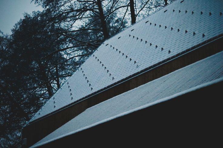 cabinporn #cabin #cabinporn #snow #dark #nature #wood #woods #night